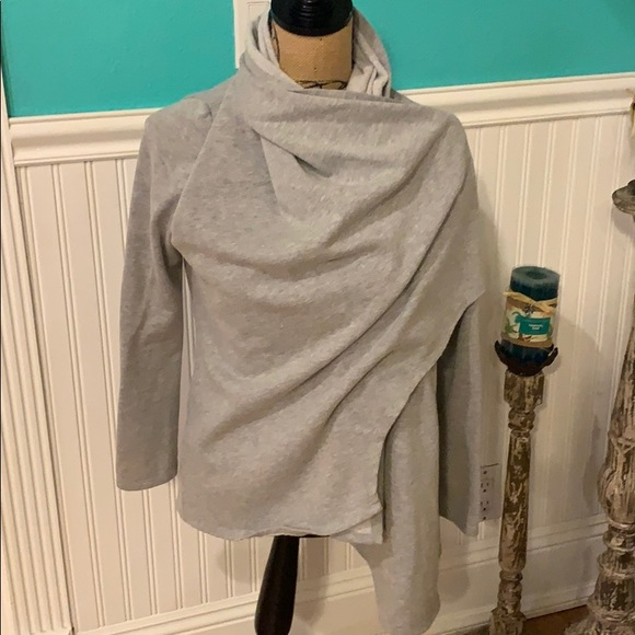 Active USA Grey Sweater Size Medium